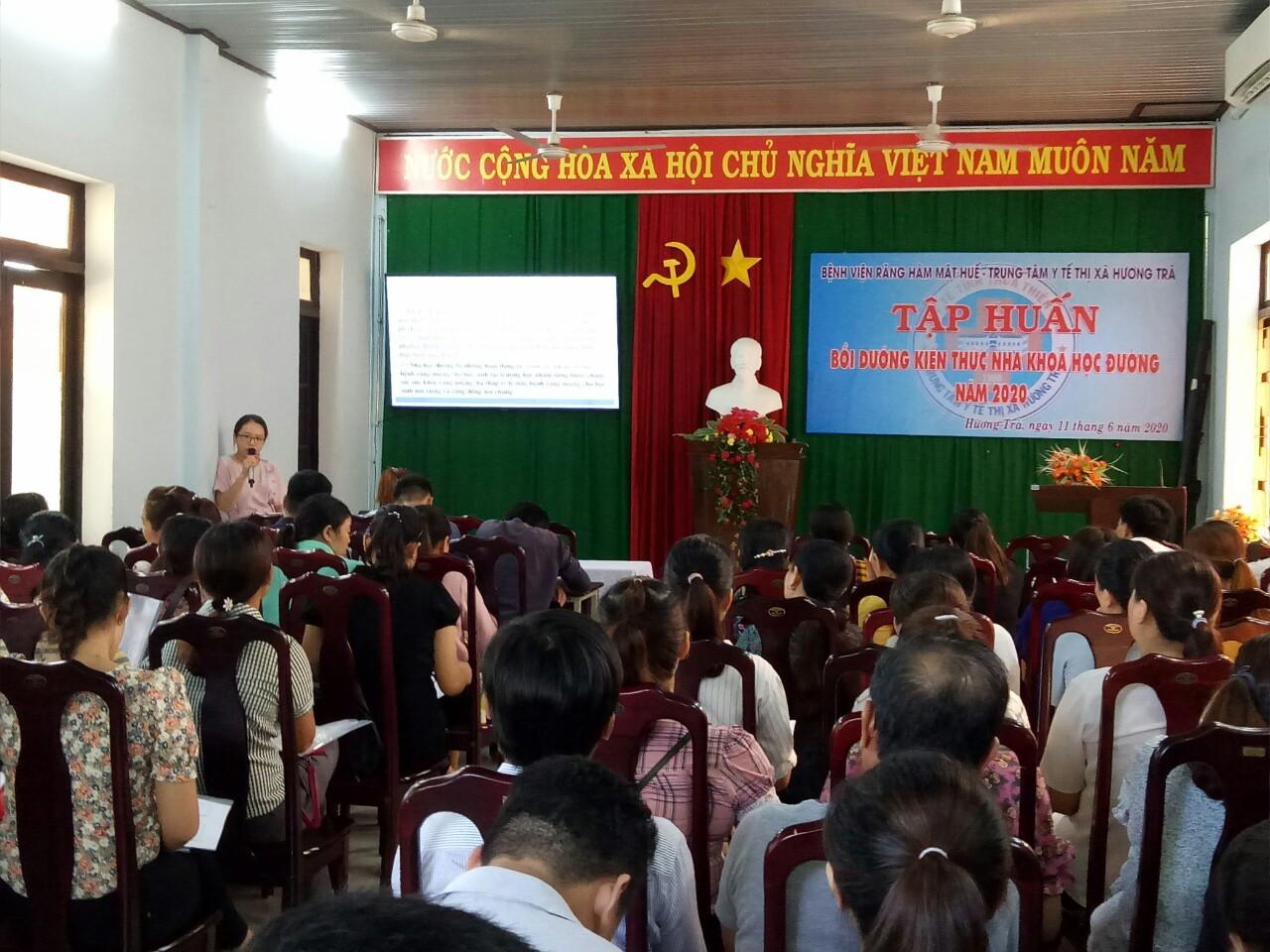 Tập huấn chương trình Nha học đường cho y tế trường học