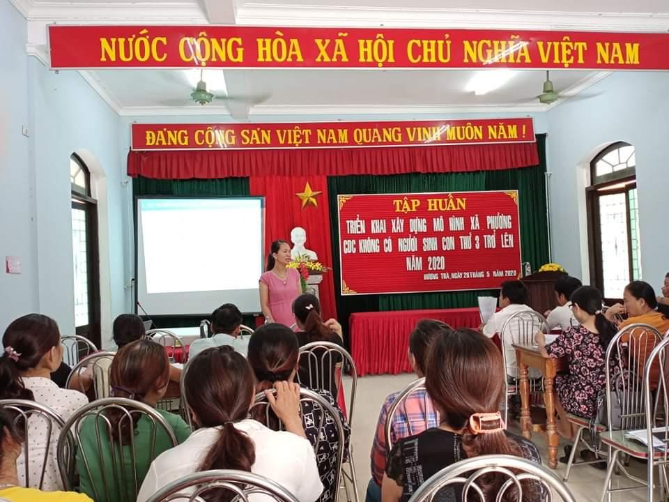 """TTYT thị xã Hương Trà tổ chức tập huấn xây dựng mô hình """"xã, phường, cụm dân cư không có người sinh con thứ 3 trở lên."""