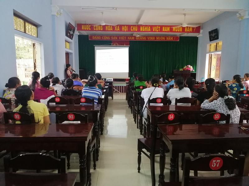 Hội LHPN thị xã tổ chức tập huấn kiến thức về an toàn thực phẩm và phòng chống nhiễm độc hóa chất bảo vệ thực vật; tuyên truyền cách phòng, chống dịch Covid-19.