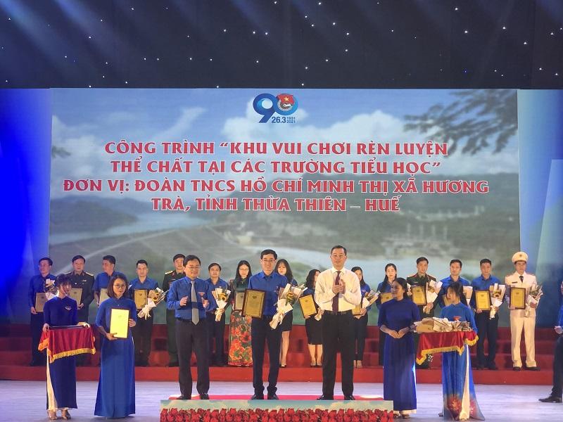 """Công trình """"Khu vui chơi rèn luyện thể chất"""" tại các trường tiểu học trên địa bàn thị xã được công nhận là 1 trong 35 công trình thanh niên tiêu biểu toàn quốc trong đợt thi đua cao điểm """"90 ngày tuổi trẻ cả nước thi đua chào mừng 90 năm ngày thành lập Đoàn TNCS Hồ Chí Minh"""""""