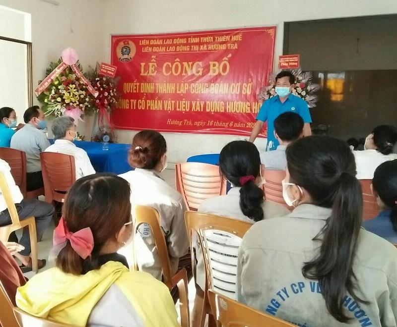 LĐLĐ thị xã Hương Trà tổ chức Lễ Công bố quyết định thành lập  Công đoàn cơ sở và kết nạp 20 đoàn viên Công đoàn