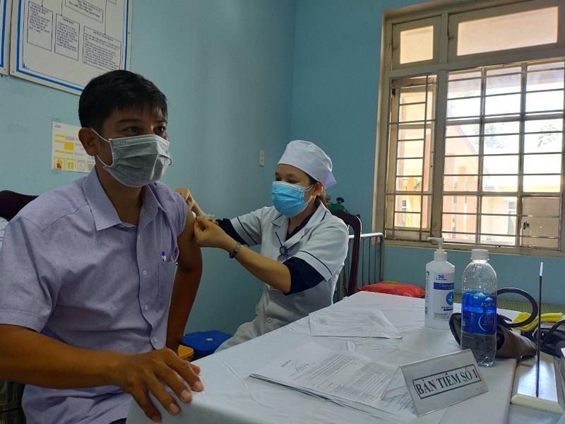 Triển khai tiêm 1300 liều vắc xin phòng COVID-19 mũi 2 cho lực lượng tham gia phòng chống dịch
