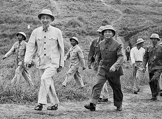 """110 năm Ngày sinh Đại tướng Võ Nguyên Giáp: """"Văn lo vận nước Văn thành Võ, Võ thấu lòng dân Võ hóa Văn"""""""