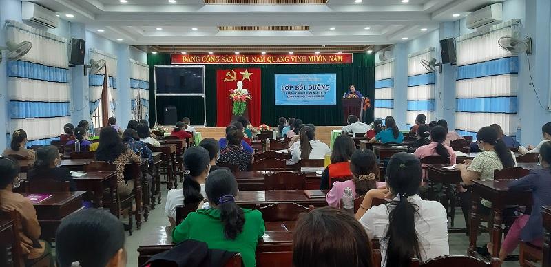 Bồi dưỡng nghiệp vụ công tác hội phụ nữ năm 2021